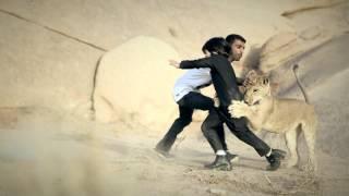 اثناء التصوير وفي لحظة رعب ! أسد يهجم على نايف بن زياد بن نحيت !؟