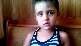Малыш поёт песню Славы и Стаса Пьеха
