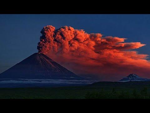 "Download ""Klyuchevskaya Sopka"" exploded with lava flow.The largest volcano in Eurasia"