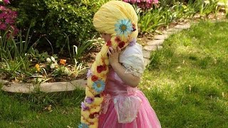 Mom Weaves Disney Princess Wigs For Kids With Cancer