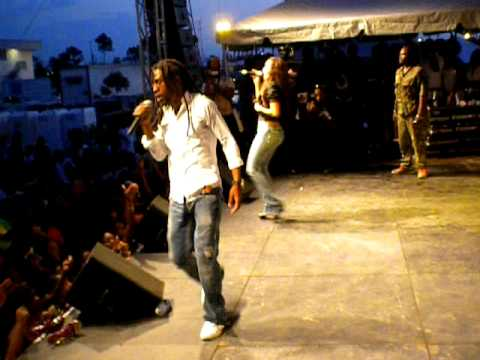Jah Cure & Phyllisia perform