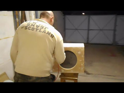 видео: Как сделать мощный и ультра низкий басс из буджетного сабвуфера audiobahn  на 15 дюймов
