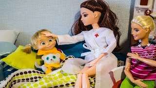 МАША ХОЧЕТ ЗАБОЛЕТЬ и прогулять школу. Мультфильм с куклами #МалинкиDOLL
