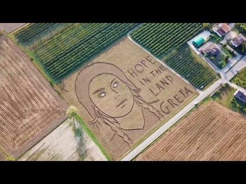 فنان إيطالي يرسم بمحراث وجه ناشطة سويدية مدافعة عن المناخ ومرشحة لجائزة نوبل  - 21:55-2019 / 9 / 19