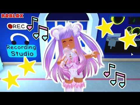 BECOMING A FAMOUS POPSTAR IN ROYALE HIGH!! MEET SHAYLO SPARKLES!! EP.1