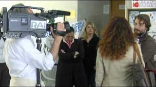 TGR REGIONE SICILIA CON I PRECARI SCUOLA DI CATANIA - 07.05.2010.wmv