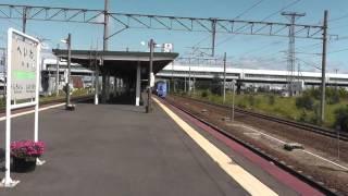 平和駅にて キハ261系特急スーパーとかち通過