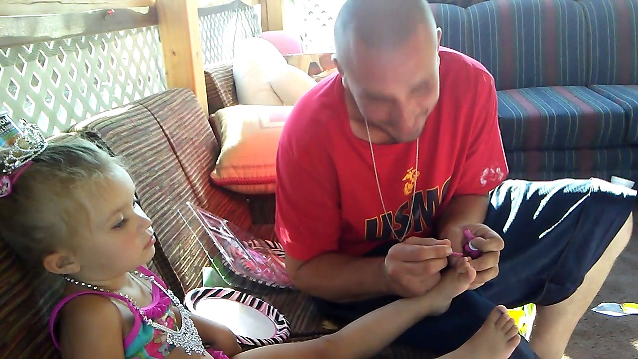 daddy painting his little girls toes - youtube