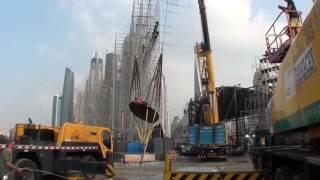В Дубае установили рогатку для запуска людей в воздух со скоростью 200 км в час.