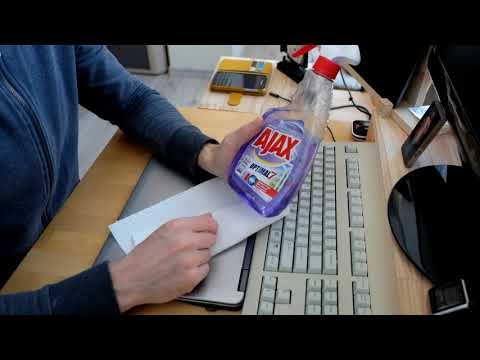 How to clean laptop's keyboard