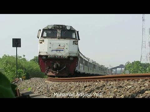 4 Kereta Api Argo melintasi Stasiun Jatibarang