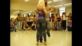 девушка классно танцует и супер фигура(Супер танец парня с девушкой на репетиции все аппладируют., 2015-04-03T09:12:57.000Z)