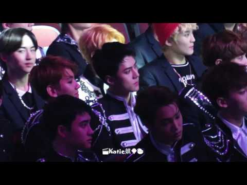 [fancam] 170408 EXO reaction of watching AKB48 performance Sehun focus @V chart Awards in Macau