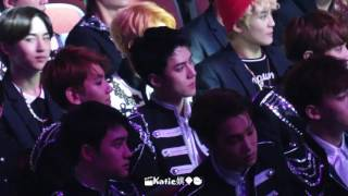 Download lagu [fancam] 170408 EXO reaction of watching AKB48 performance Sehun focus @V chart Awards in Macau