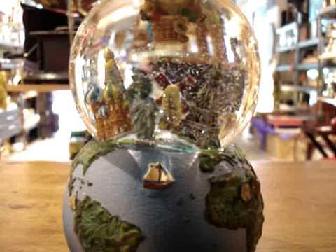 Regalos originales andorra casa danesa bolas de nieve musicales planeta monumentos girando mpg - Regalos originales para la casa ...