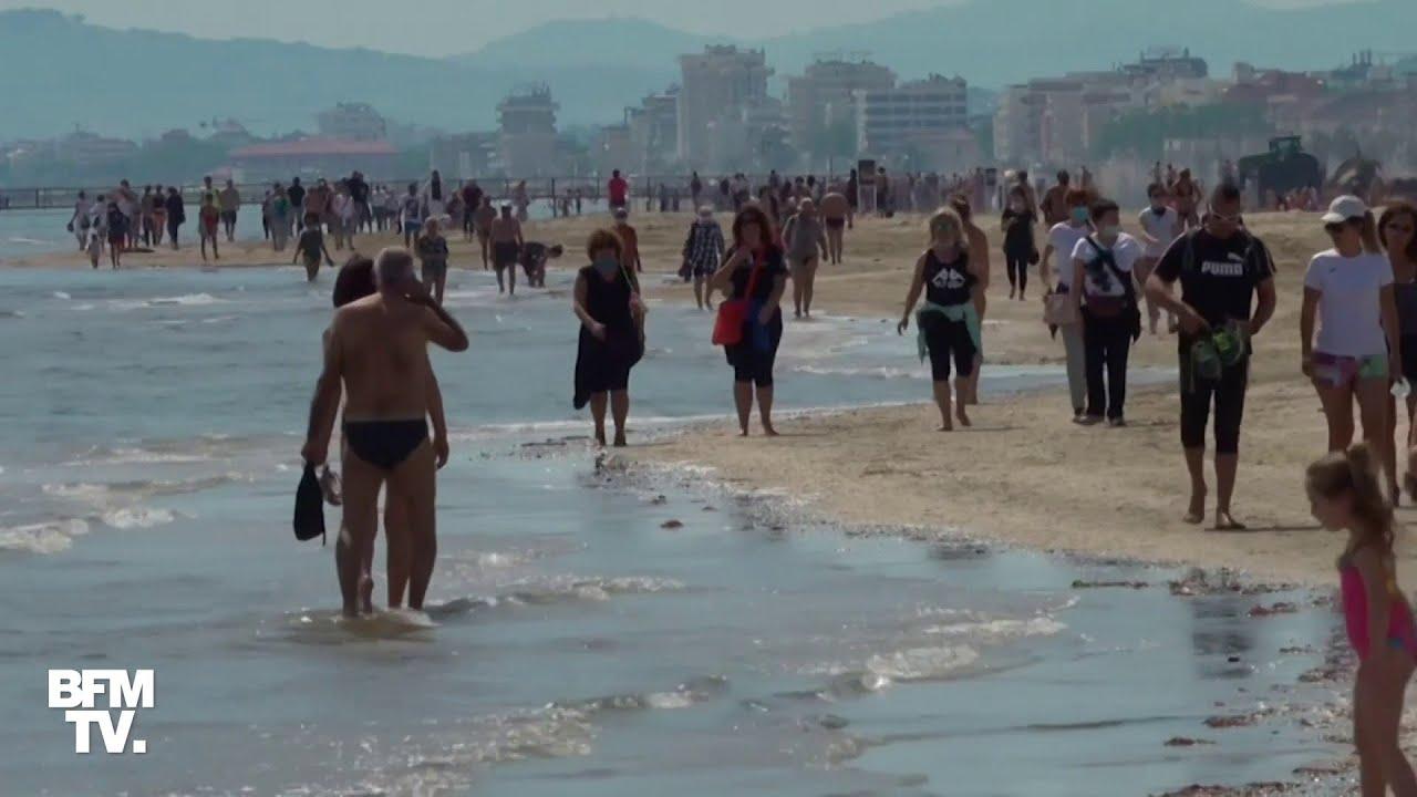 Les Italiens profitent de la plage, alors que le déconfinement a été accéléré en Italie