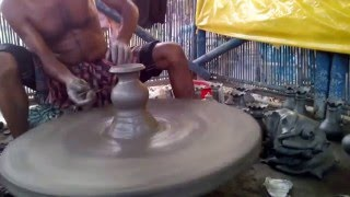 Bangladeshi Craftsman Showing us how to make simple pots