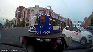 Инструктор по вождению.  СПб. Начальные навыки водителя. Поворот налево и трамваи.
