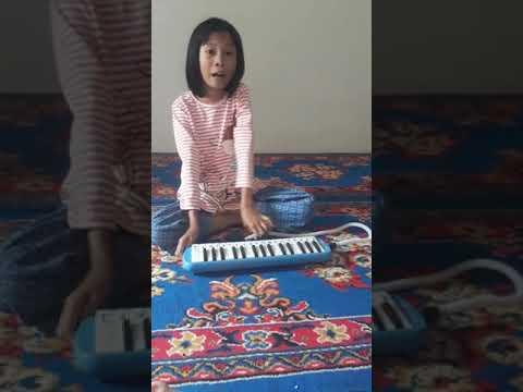 bermain pianika judul tanah airku