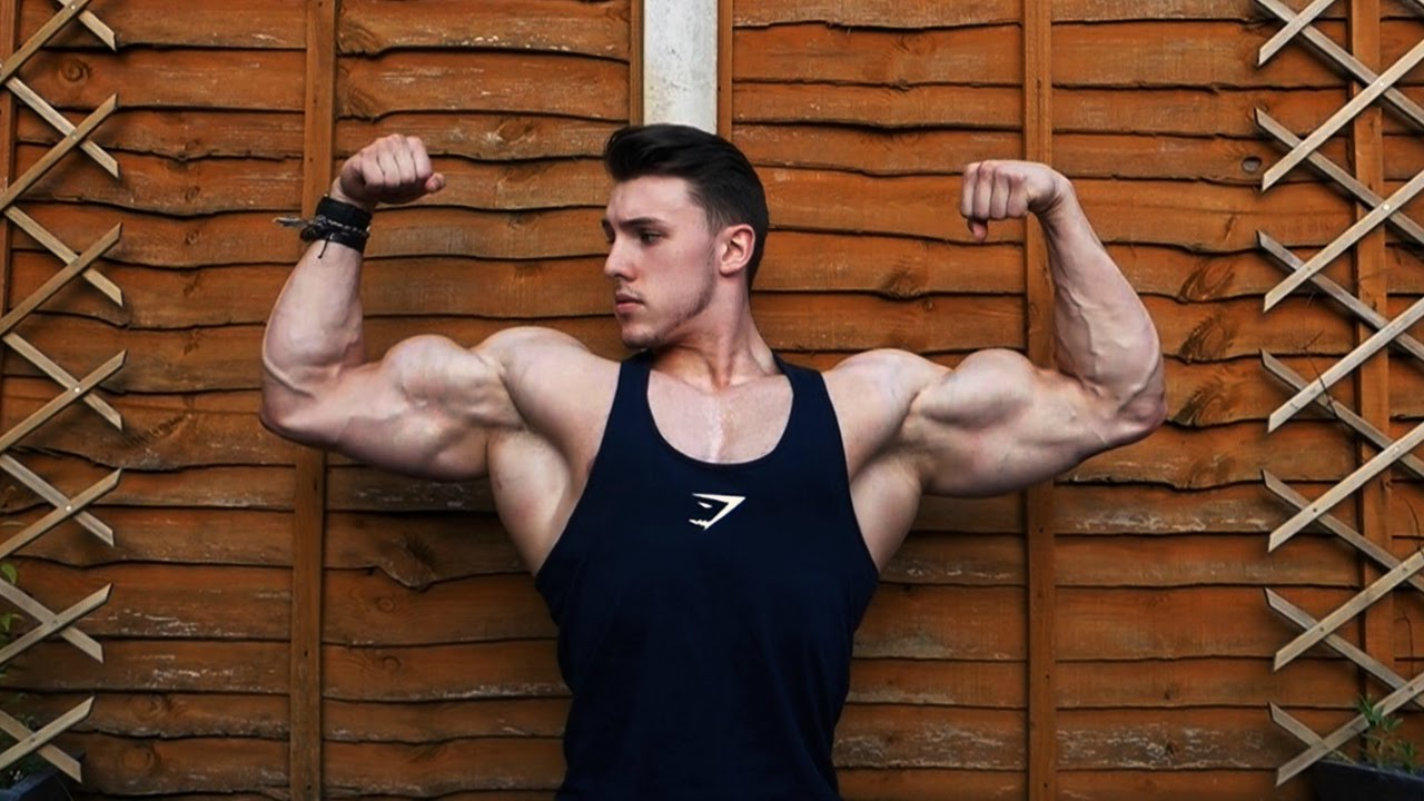19 Year Old Bodybuilder GARDEN WORKOUT!! - YouTube