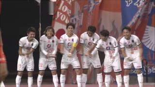 PA内で味方選手からのリターンパスを受けた江坂 任(大宮)が左足を振り...