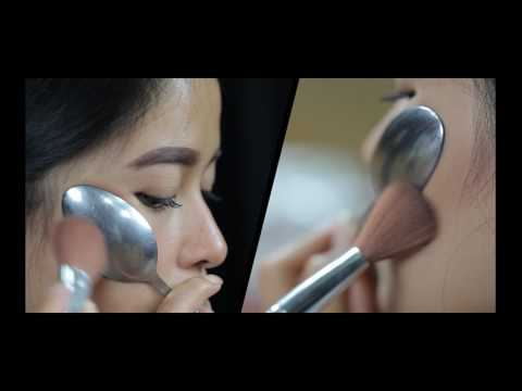 How To Use Spoons To Contour Your Cheeks with Blush On DIY