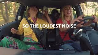 """世界初の""""運賃を歌で支払う""""電気自動車タクシー『Singalong Shuttle』 歌唱力は関係ありません"""