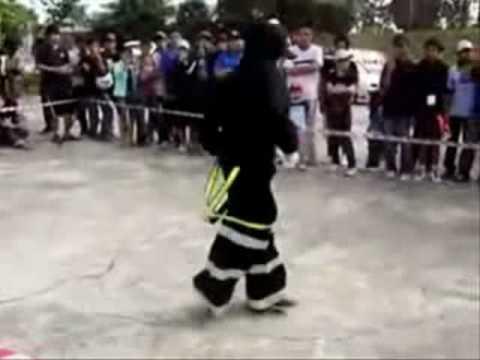 A Hardstyle Battle - Shuffle vs Jumpstyle round 2