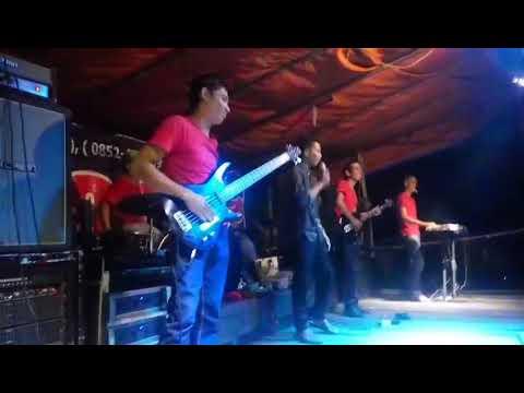MUSKURANE Pria bersuara merdu (popi band sambas)