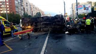 Смотреть видео Авария на Шлиссельбургском пр. СПБ 09.09.2018 (трое погибших) онлайн