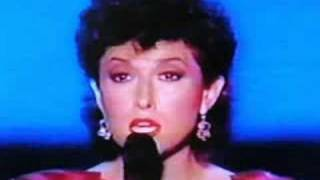 Watch Melissa Manchester Race To The End video