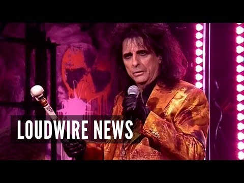 Alice Cooper Wows in 'Jesus Christ Superstar'
