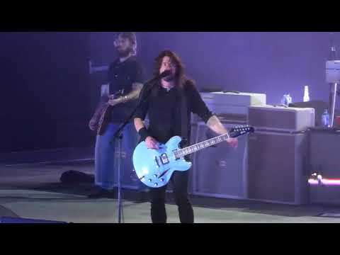 Foo Fighters - Let There Be Rock (AC/DC cover) - Live at the Premier Center in Sioux Falls, SD