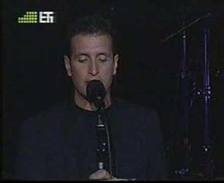 Dimitris Basis - Mesa sta mavra sou mallia (live, 2005)