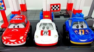 Игрушечные машинки и гоночная трасса. Видео для детей.(Видео про машинки для детей. Давайте соберем гоночную трассу с арками и барьерами, по которой смогут ездить..., 2016-02-29T06:44:08.000Z)