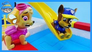 Paw Patrol rescue team, Go to the swimming pool. Playing with a water slide.