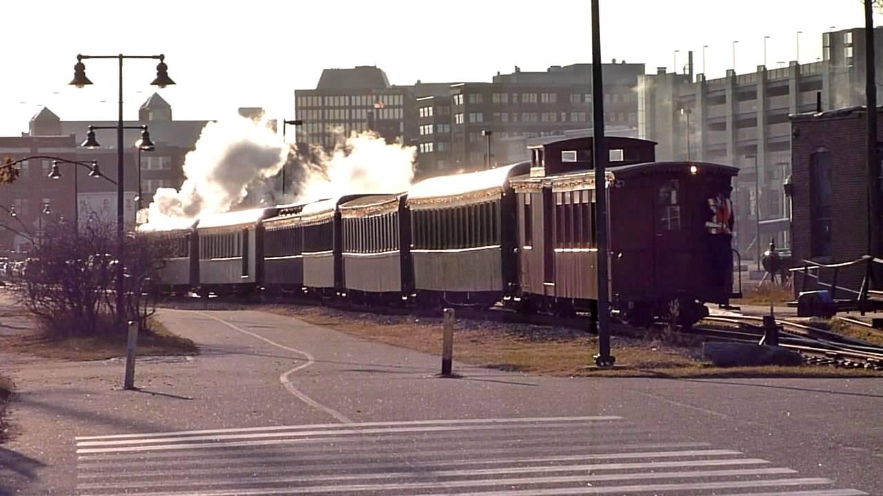 The Polar Express steams into Portland, Maine - YouTube