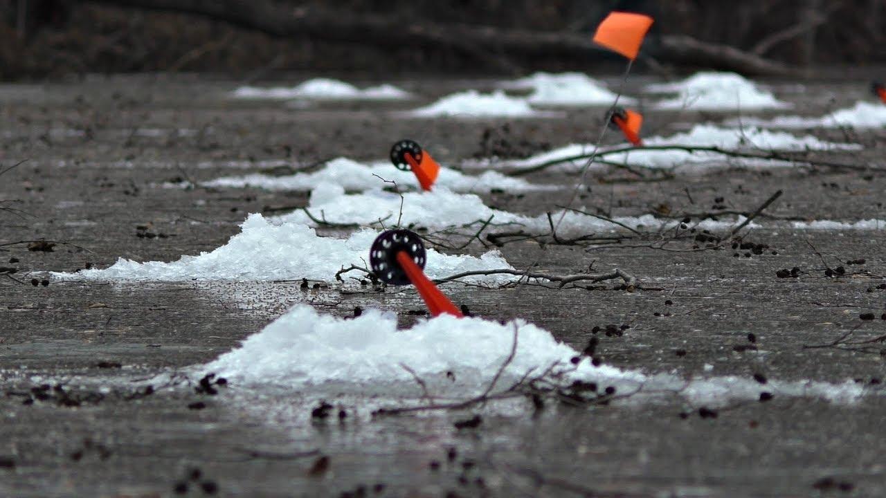 Щука на балансир и жерлицы! Рыбалка зимой на маленькой реке!