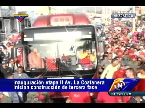 Presidente Nicolás Maduro recorre Anzoátegui en autobús, la gente lo saluda
