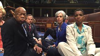 بالفيديو والصور: نائب أمريكي يحتل قاعة الكونغرس مطالباً بالتصويت على قانون حيازة السلاح