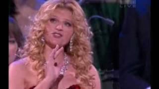 Mirusia Louwerse sings
