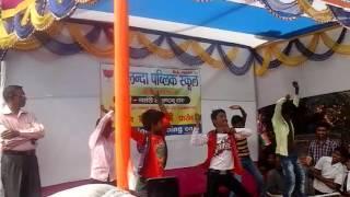 Abhi to pati suru Hui Hai school dance