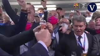 Laporta celebra los resultados a la presidencia del FC Barcelona con cánticos y champán