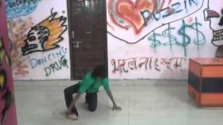 Devillien dance on ek ladki ko dekha toh