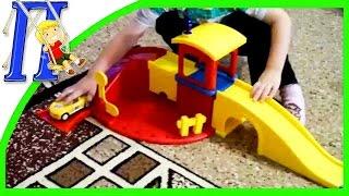Детский конструктор для мальчиков Гараж и Парковка машинки(Новый мультик про машинки для детей. Илюше подарили на день рождения автомобильную парковку Развивающие..., 2014-08-06T02:33:13.000Z)