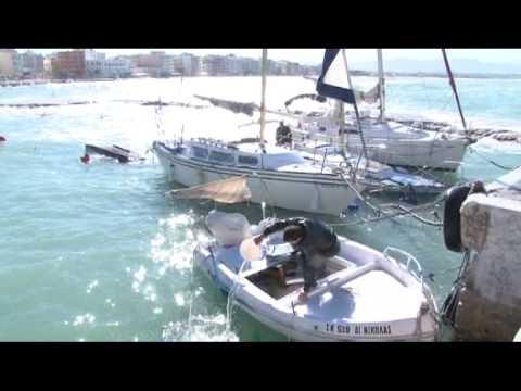 Βυθίστηκαν βάρκες στο λιμάνι του Λουτρακίου  4 12 12