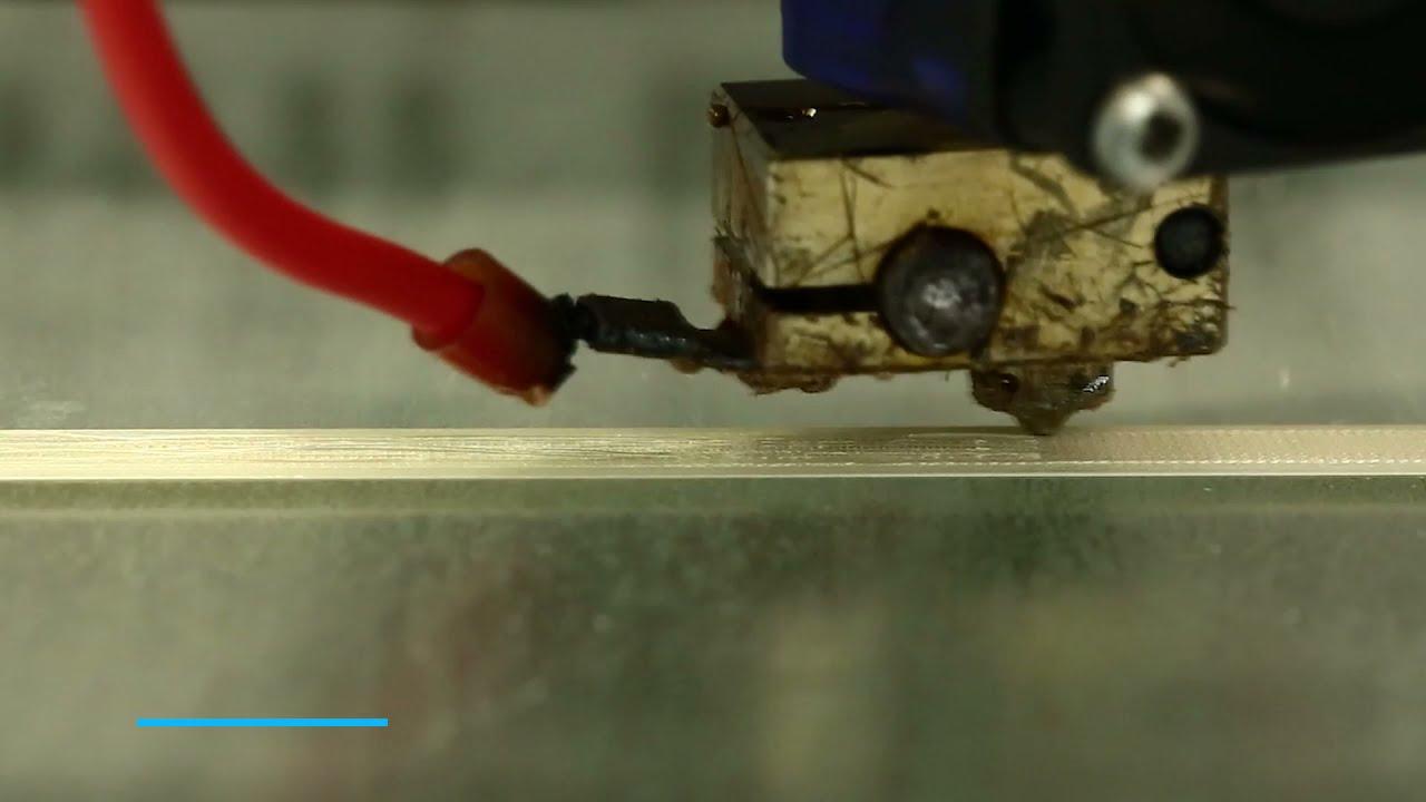 研究人员开发了可回收复合材料的液晶聚合物旋印工艺