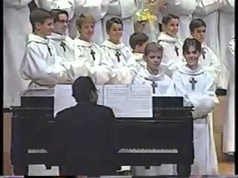 Miyavlıyarak Şarkı Söyleyen Kilise Korosu