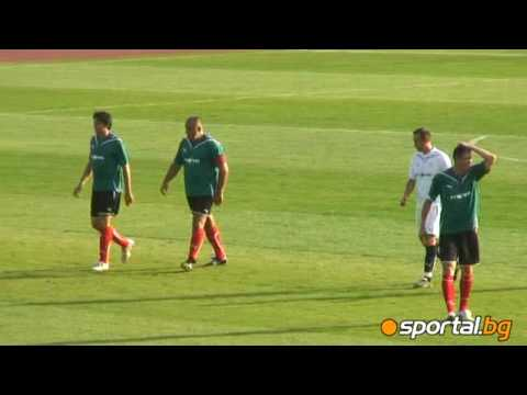 The football skills of Bulgaria's prime-minister Boiko Borissov