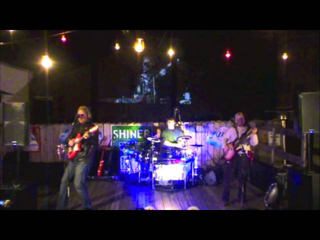 """The Staylyns """"Very Next Disco"""" Live at Juniors Icehouse, Round Rock, Texas, 3.6.15"""